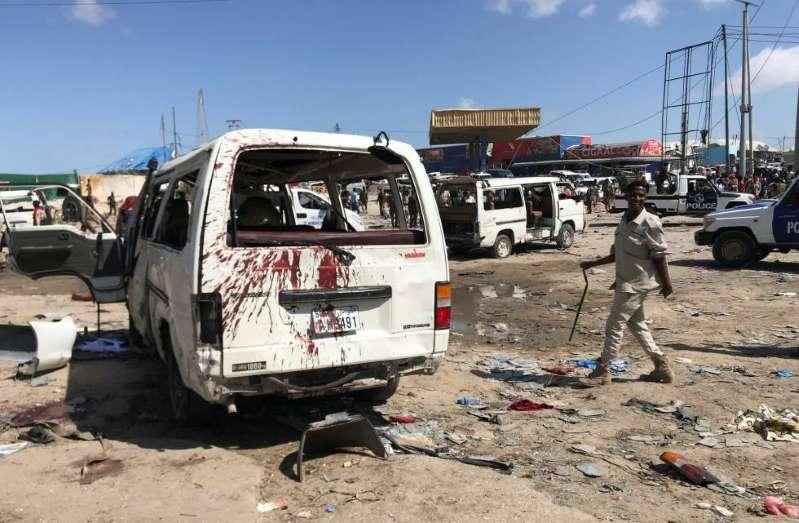 Explosao-de-carro-bomba deixa-pelo-menos-90-mortos-e-dezenas-de-feridos-na-capital-da-Somalia