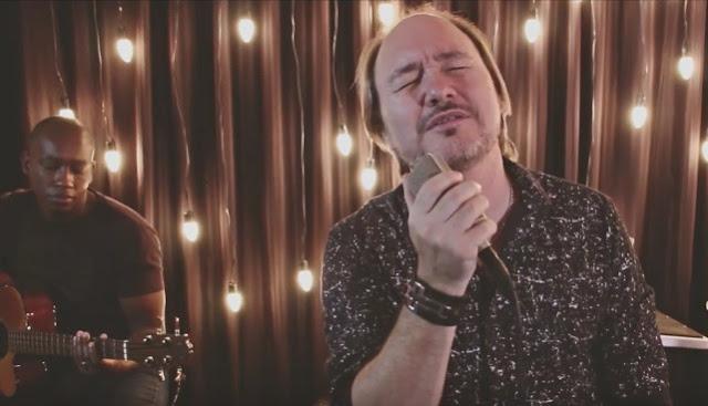 """David Quinlan apresenta novo clipe acústico: """"Eu Quero Mais"""""""