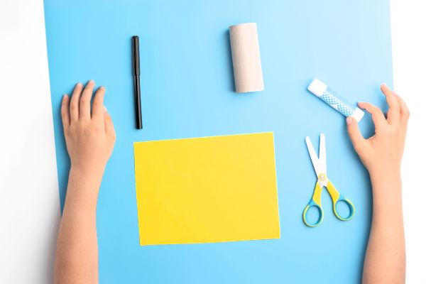 """Haircuts"" cardboard tube craft for kids #cardboardtubecraftsforkids #cardboardcrafts #cardboardtubesrepurposed #growingajeweledrose #activitiesforkids"