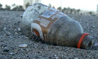 Resultado de imagen de una botella de plástico con hongos de verdad