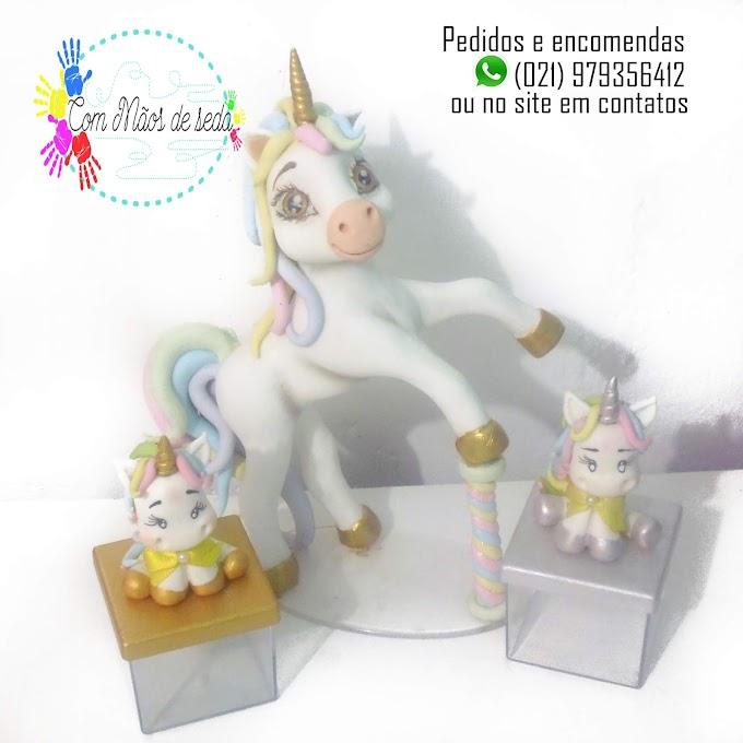 Kit Topo de bolo Unicornio + 20caixinhas de acrilico com apliques