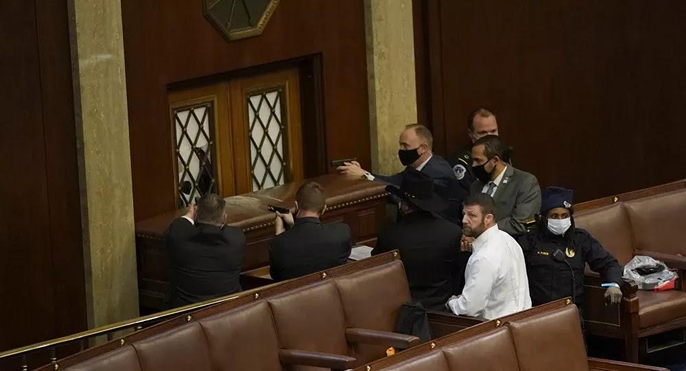 مواجهة مسلحة داخل الكونغرس والشرطة تطالب النواب بالاختباء