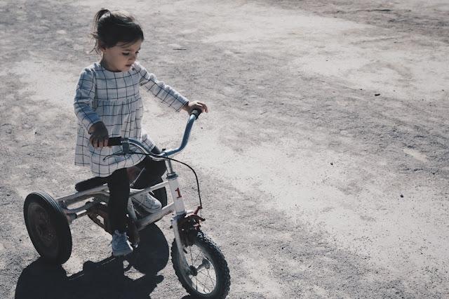 dziecko, rowerek