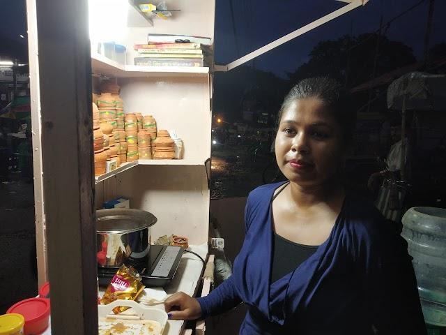 মোটা অঙ্কের চাকরি ছেড়ে সমাজসেবা! 'চা' দোকানি প্রিয়াঙ্কা