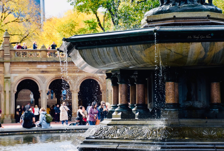Bethesda Fountain in NYC is considered to be the crown jewel of Central Park | Ms. Toody Goo Shoes #centralpark #bethesdafountain