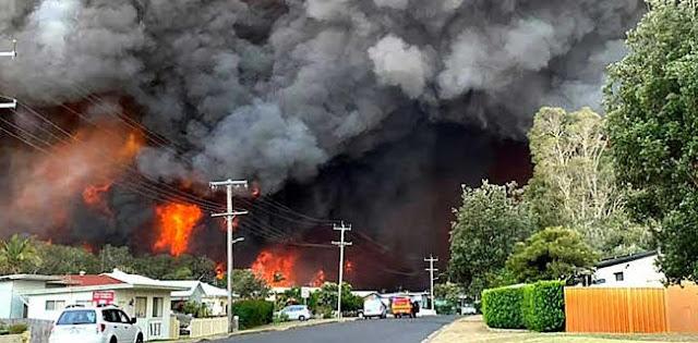Kebakaran Hutan Merembet Ke Permukiman, 2 Orang Meninggal Dan 100 Unit Rumah Hangus