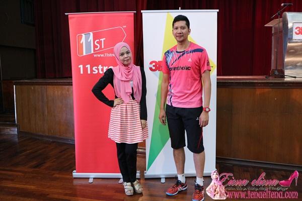 cik iena bergambar bersama  coach Hafiz Hashim