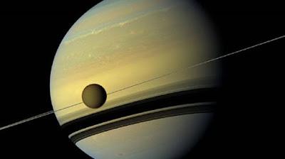 Luna-titán-una-galaxia-maravillosa