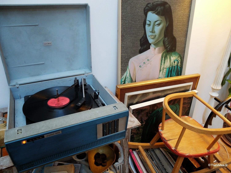 déco tourne-disque 33 tours tableau asiatique art déco Maison d'Etre coffee shop Islingthon & Highbury hipster must place-to-be Kim