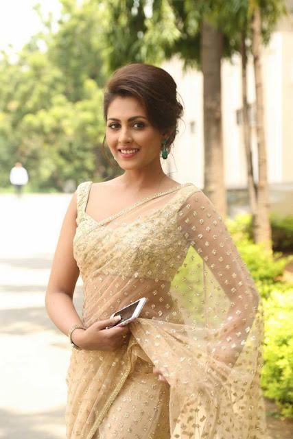 Madhu Shalini Latest HD Stills in saree