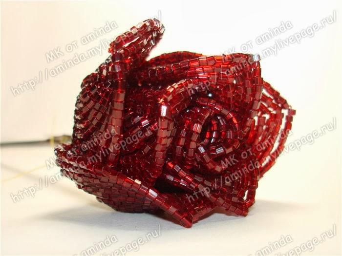 бутон розы из бисера