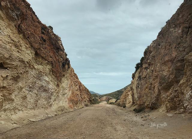 Camino en el entorno de las minas de oro de Rodalquilar