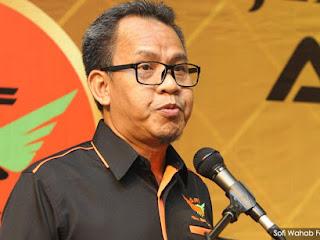 Kurangkan menteri, bukan minta penjawat awam berwakaf - ADUN
