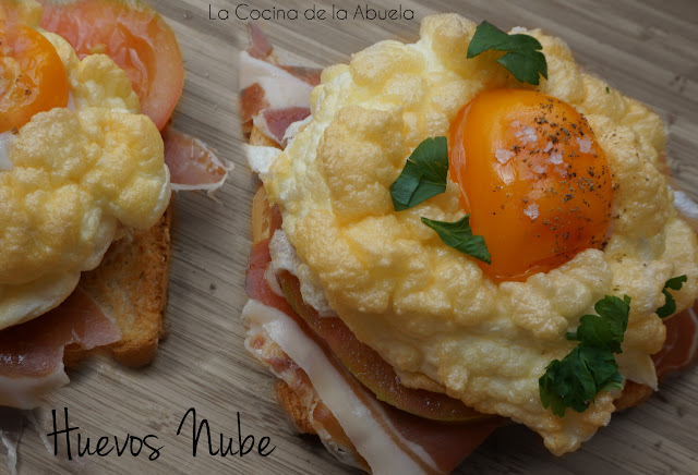 Huevos nube. Cloud Eggs.