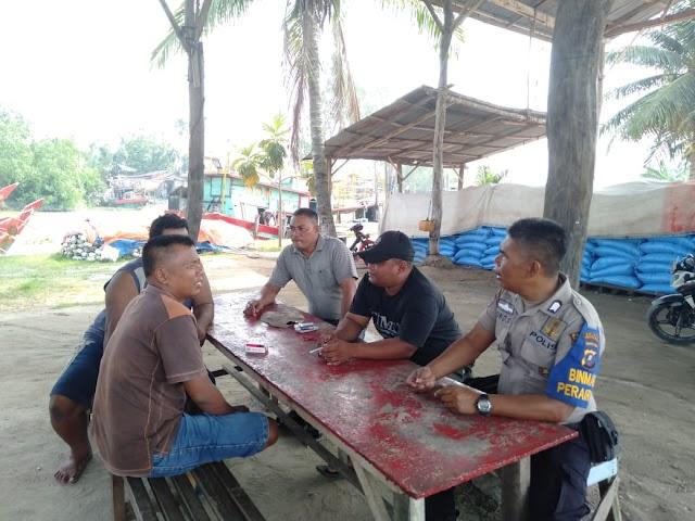 Kasubnit Binmas Perairan Sat Polairud Polres Tanjung Balai Laksanakan Sambang dan Binluh Kepada Masyarakat Nelayan Pemancing Cumi