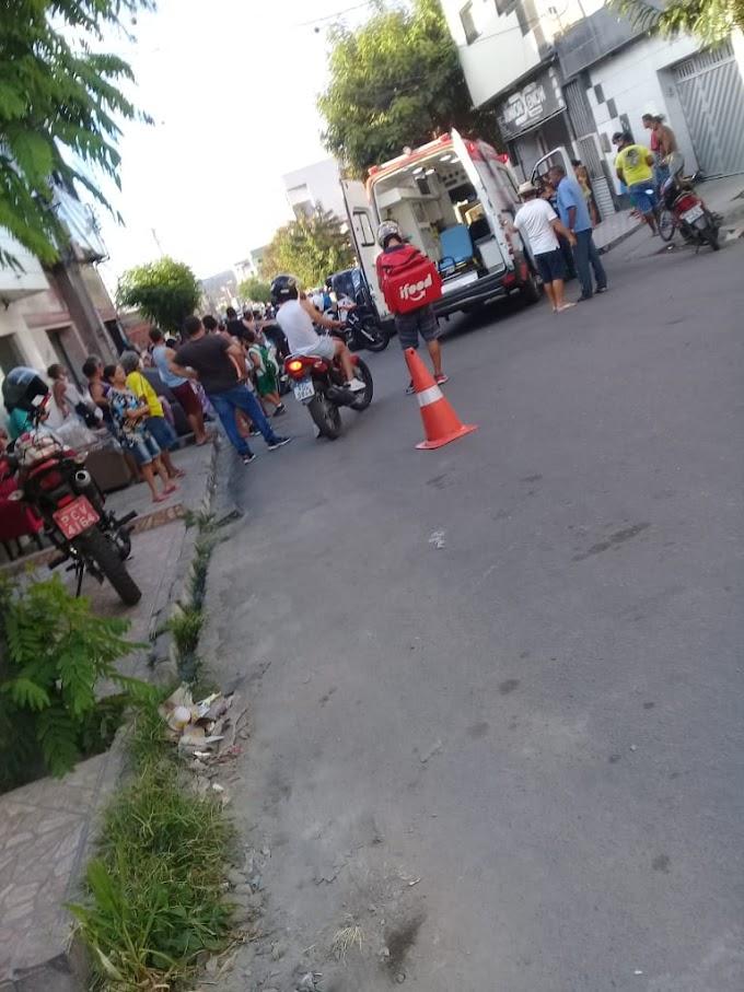 Motorista perde o controle e capota o veículo no bairro do Salgado em Caruaru