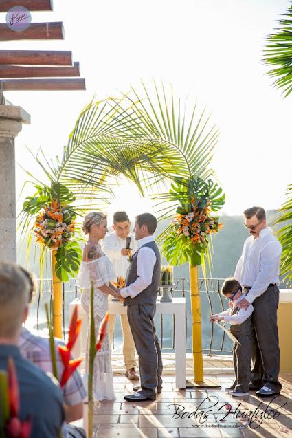 beach_wedding_ceremony_Huatulco_Weddings