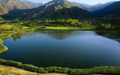 On the slopes of Khashchal Mountains in the Alamut area, Ovan Lake, one of the most beautiful natural lakes of Iran with its spectacular view, is located