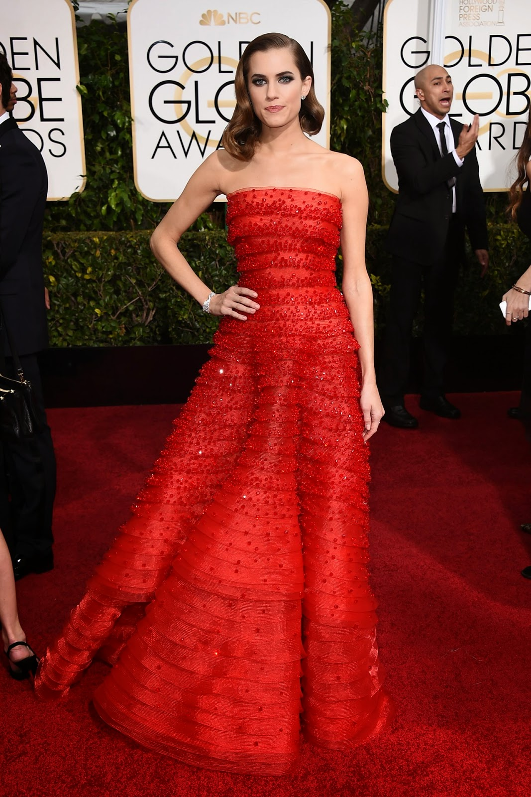 Allison Williams wore an Armani Privè gown at the Golden Globe Awards 2015