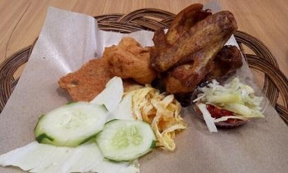 Mencoba Ganasnya Sambel Mangga Muda di Waroeng Kaligarong, Semarang