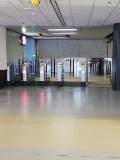アムステルダムの電車の改札