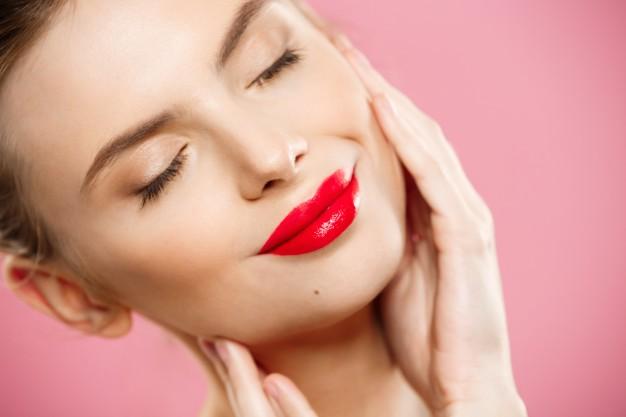 خمس وصفات لتقشير الوجه داخل منزلك