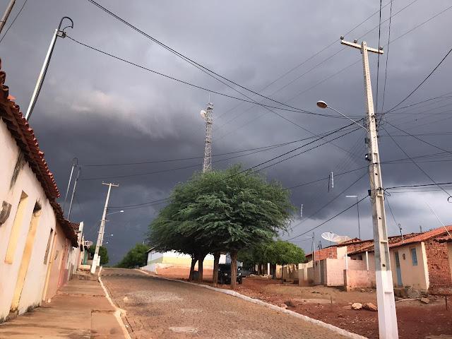 Após dias de calores intensos, choveu em Cachoeira do Roberto zona ...