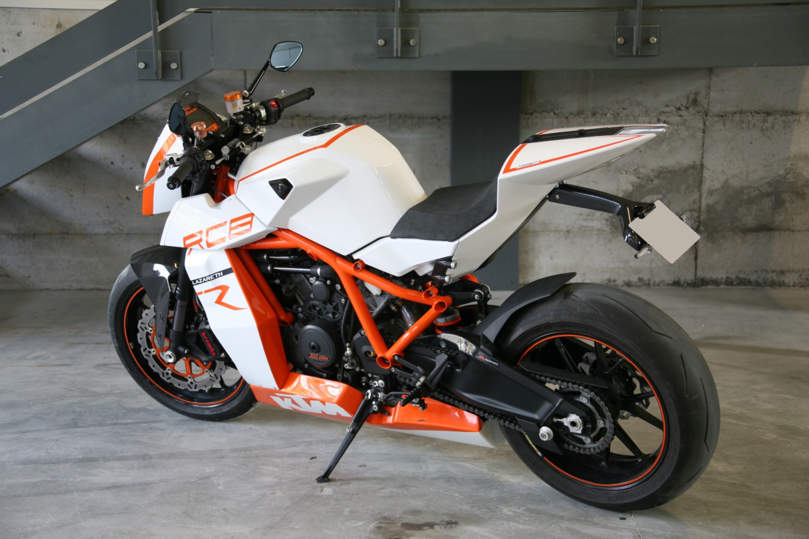 "Bell Moto 3 >> Racing Cafè: KTM RC8 R ""Naked"" by Lazareth"
