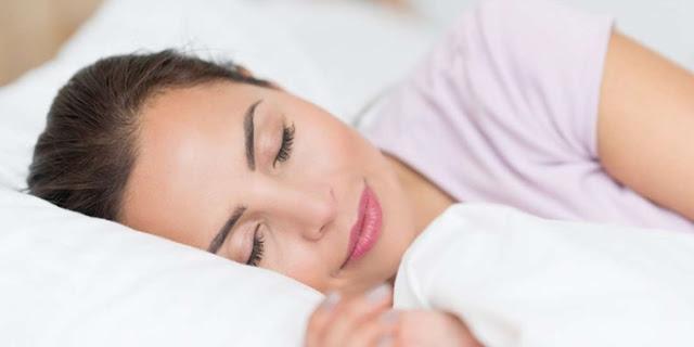 atasi jerawat di dagu Tidur Cukup dengan Teratur