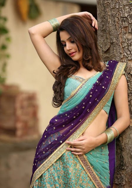 Diksha panth navel pics