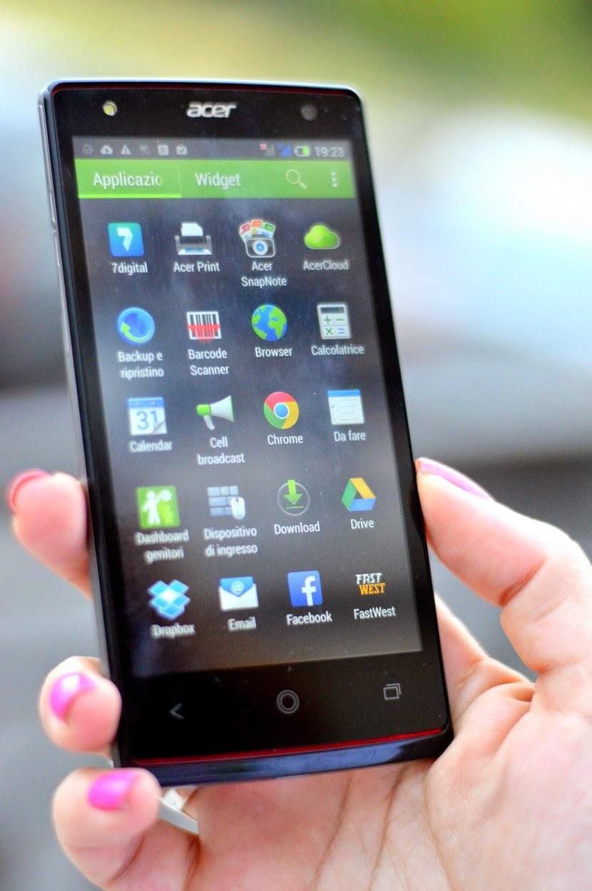 Il mio nuovo smartphone Acer Liquid E3 all'opera.