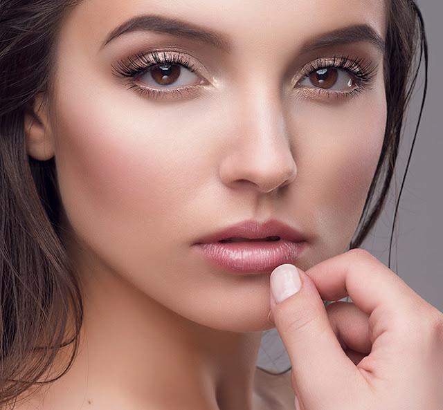 Maquiagem neutra são ótimas, pois combinam com tudo e dá para usar em noivado, casamento, formatura, festas, aniversários e muitas outras ocasiões. Por isso separei 5 opções incríveis de makes com tons nudes para você se inspirar e arrasar.