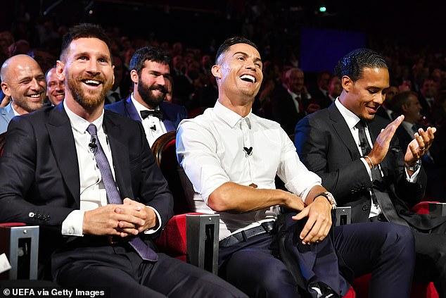 Messi và Ronaldo tay bắt mặt mừng, thân thiện khó tin 4