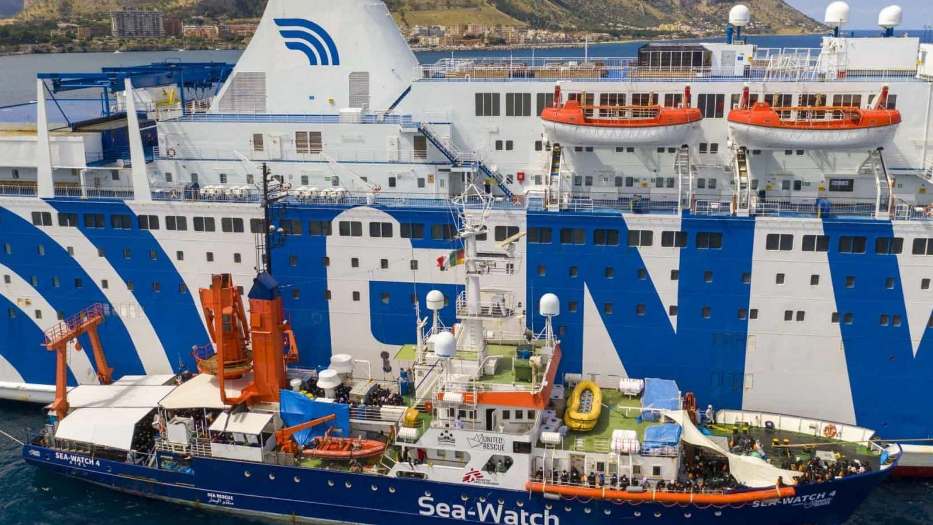 Porto de Trapani, na Sicília, recebe 257 migrantes de navio humanitário