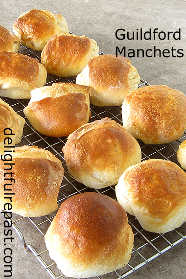 Guildford Manchets (Rolls) - A British Historical Recipe / www.delightfulrepast.com