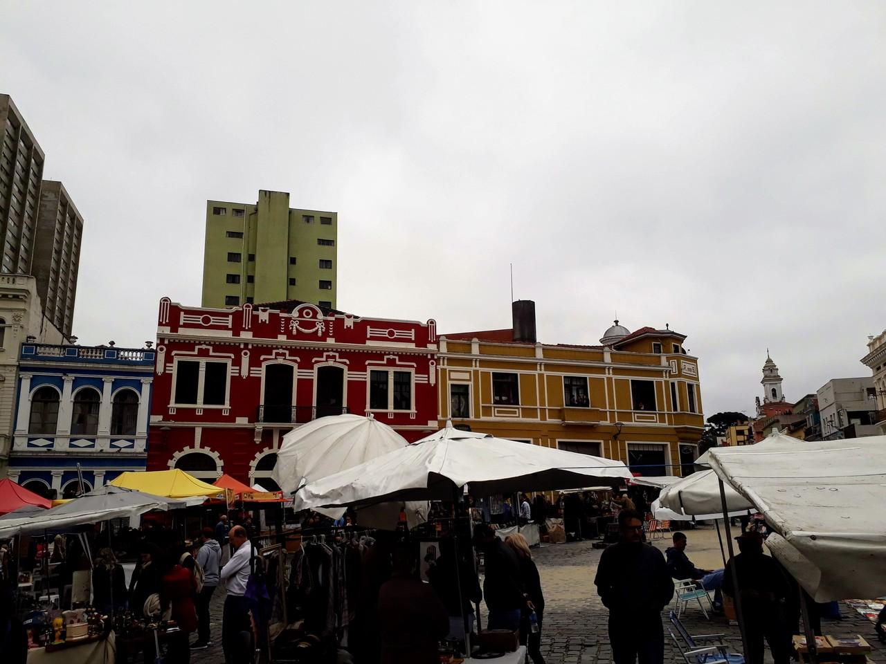 Feira do Largo da Ordem no Centro Histórico de Curitiba