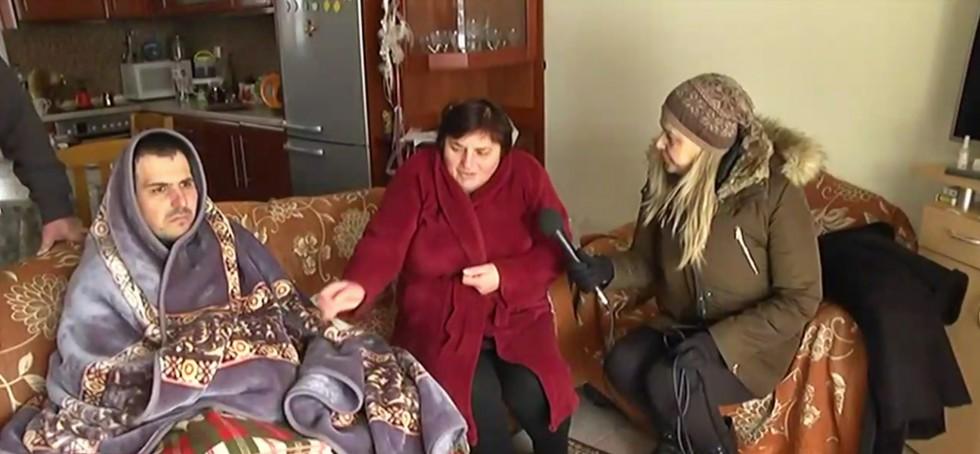 Επικό ρεπορτάζ για την κακοκαιρία σε σπίτι στη Χαλκιδική: Νεαρός εμφανίστηκε τυλιγμένος με κουβέρτα