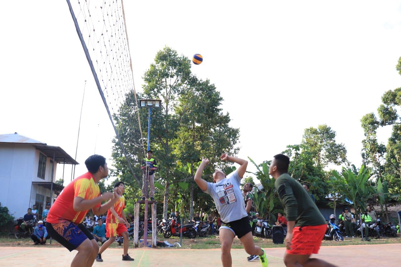 """Tetap Jaga Fisik """" Satgas TMMD Olahraga Bersama Warga"""