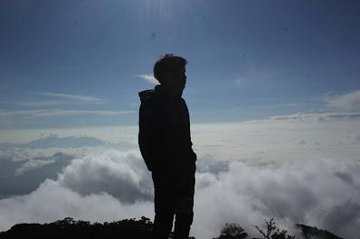 Keindahan Puncak Gunung Cikuray