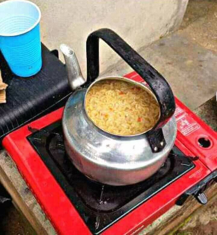 Recession or laziness? See what family cooked jollof rice with