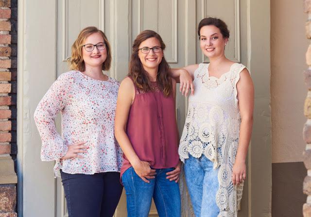 Die Weinkönigin-Kandudatinnen Laura Tullius aus Sommerloch, Rebecca Schramm aus Monzingen, Nina Schönbein aus Bad Münster am Stein-Ebernburg.