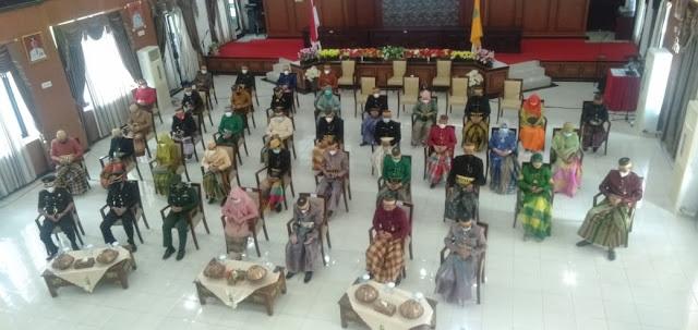 Ikuti Upacara Hari Lahir Pancasila Secara Virtual dengan Presiden Jokowi, Pemkab Sinjai Kenakan Pakaian Adat