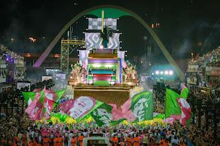 http://vnoticia.com.br/noticia/3550-com-aula-de-historia-na-sapucai-mangueira-e-campea-do-carnaval-do-rio-de-janeiro