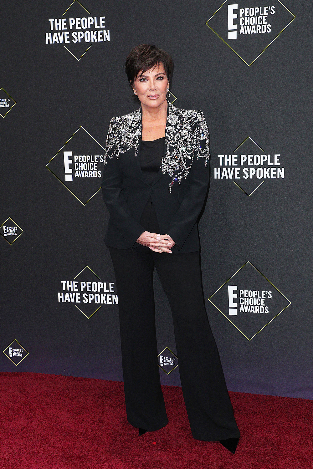 Kris Jenner looked fabulous while walking the red carpet at the People's Choice Awards