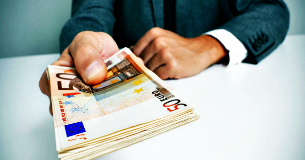Επίδομα 67 εκατ. ευρώ θα μοιραστούν 294.000 δικαιούχοι την Δευτέρα