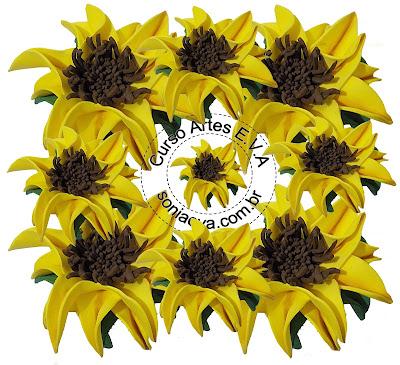 Flores de E.V.A, modeladas na mão, sem necessidade de frisadores