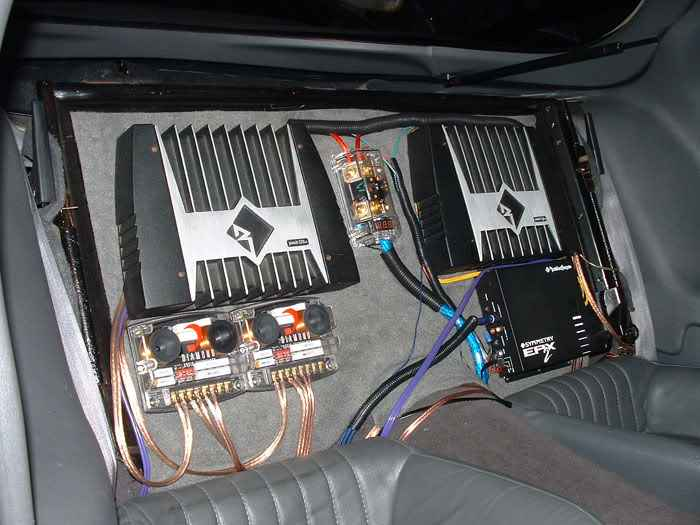 How do you hook up a car amplifier