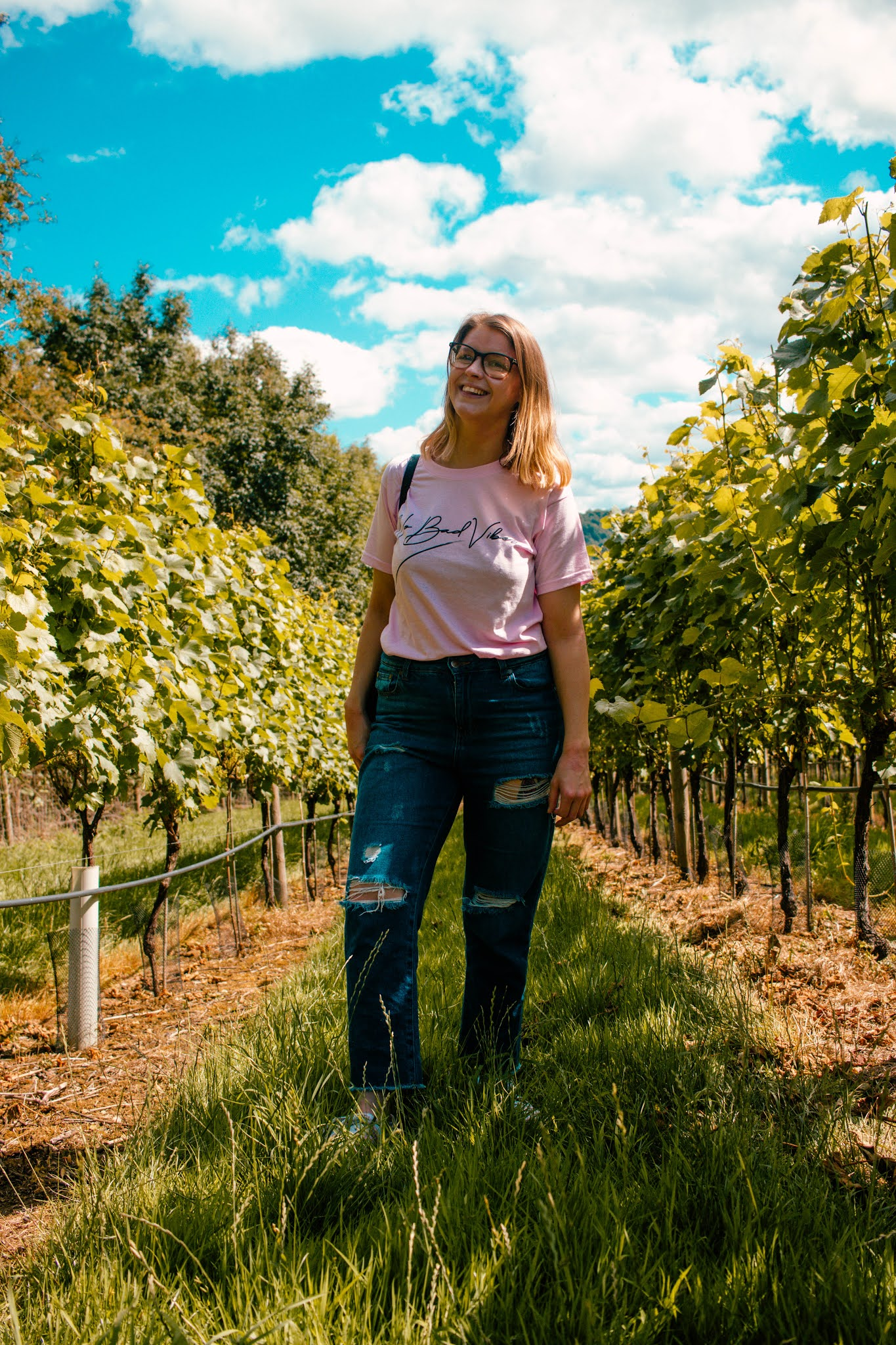 no bad vibes femme luxe tee - how to be a positive person - girl in vineyard