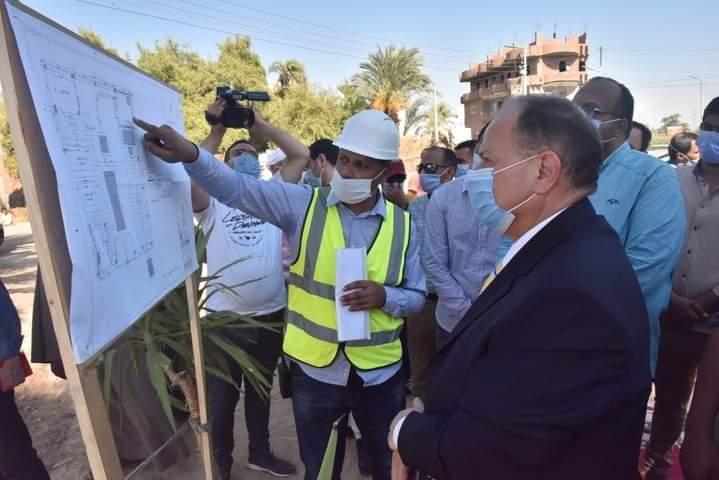 محافظ أسيوط يضع حجر أساس مشروع صرف صحي الطوابية