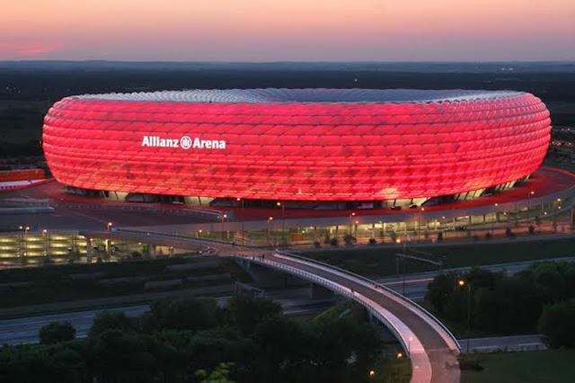 Pôr do Sol no estádio Allianz Arena em Munique